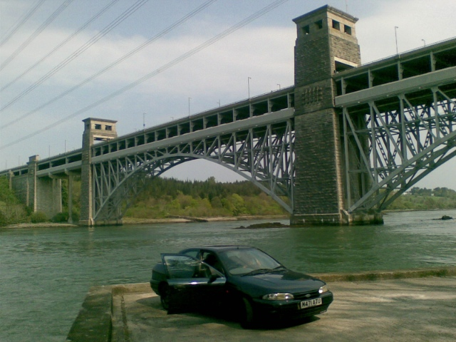 A 1996 Ford Mondeo Parked on the bank of the Menai Straits with Britannia Bridge in the Background.